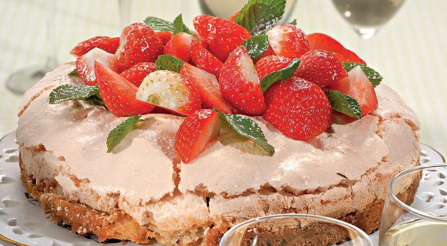 Клубнично-меренговый торт