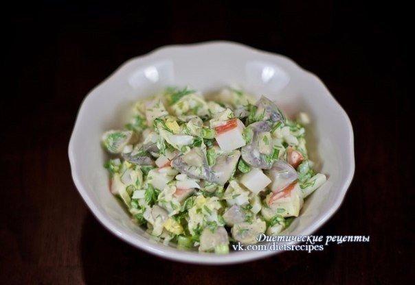 ПП-салат с грибами, яблоками и крабовыми палочками