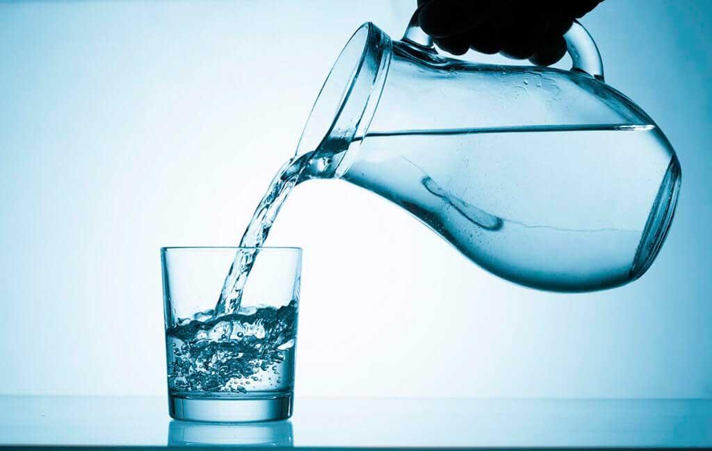 7 вещей, которые случаются с вашим телом, когда вы начинаете пить воду регулярно