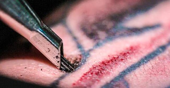 Вот как работает татуировка при медленном движении