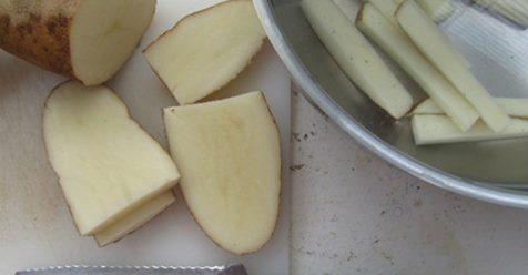Если вы хотите приготовить хрустящий картофель фри без капли масла, вам нужно следовать этому невероятному рецепту!