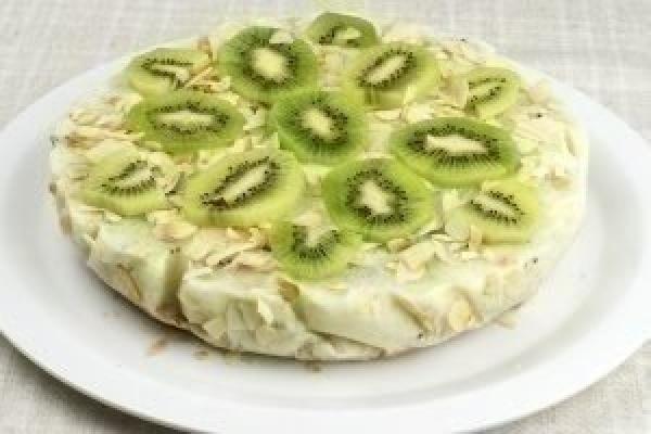Низкокалорийный йогуртовый торт с киви и бананом