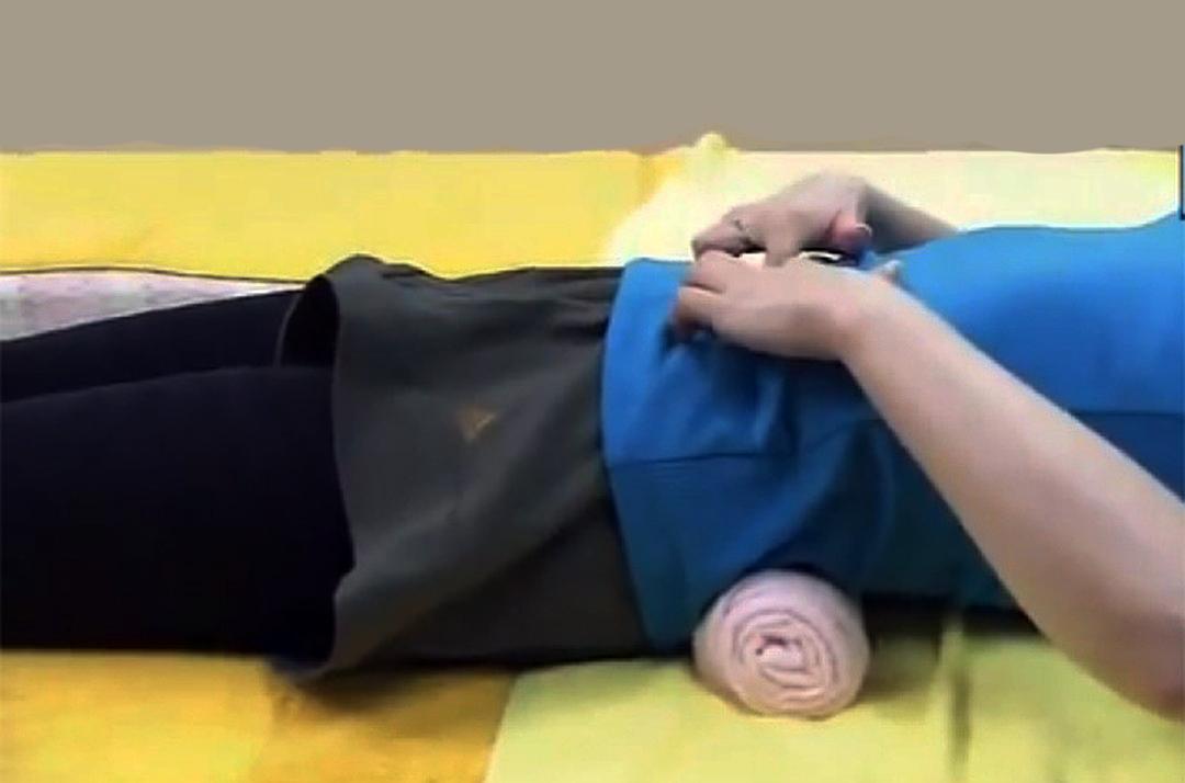 Благодаря этому простому японскому методу, вы устраните боль в спине и улучшите осанку!