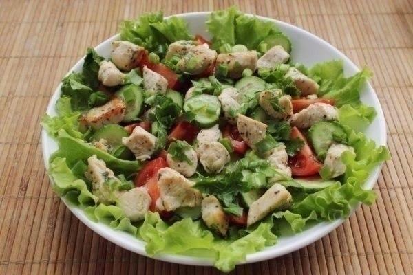 Салат из курицы и свежих овощей для диетического питания!